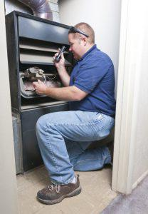 rb热博体育app的服务技术人员正在新奥尔良附近修理暖气