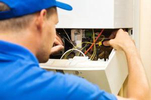 rb热博体育app的员工正在为巴吞鲁日的一个客户的家里更换电加热器